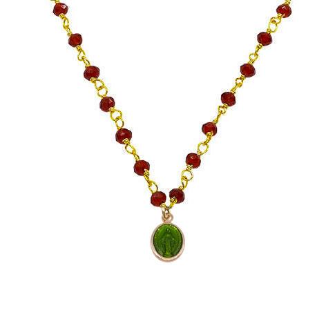 dettaglio madonnina verde rosario cristalli rossi